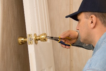 twenty-four-hour locksmith service in Cherryhurst Houston, TX